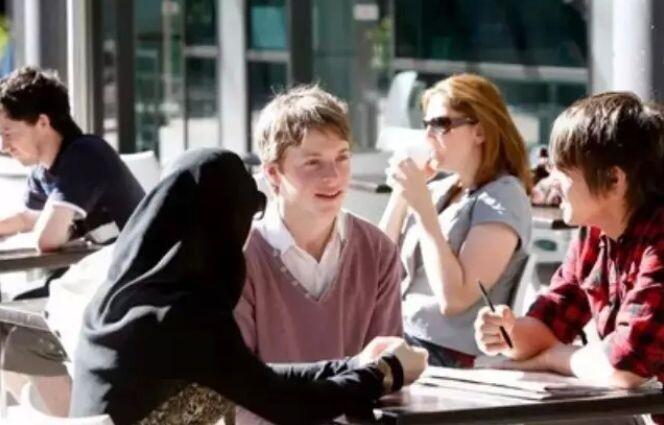 , 去英国留学还是留在国内读研更好?